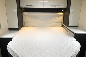 Motorhome rental with fixed Island bed